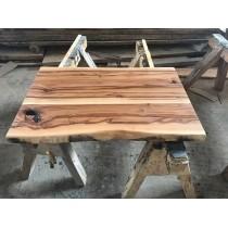 Exklusiv: Satin Walnut; Amberholz, Red Gum, Tischplatte, verleimt, astig, rustikal, 80x50x4,0cm, beidseitig Baumkante, geölt