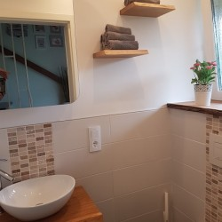 Kunbdenprojekt: Waschtischplatte, Fensterbank und Regale im Gäste-WC!