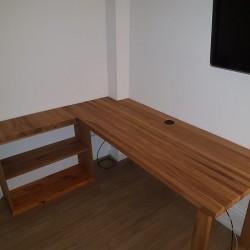 kundenprojekt schreibtisch aus zwei eichen leimholzplatten mit kufe und regalb den. Black Bedroom Furniture Sets. Home Design Ideas
