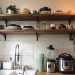 Kundenprojekt: Regale aus Eichenbohlen im Altholz-Stil