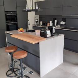 Kundenprojekt: Eichenplatte als Küchentresen!
