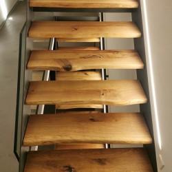 Kundenprojekt: Treppenstufen aus Eiche Leimholz mit natürlicher Baumkante!
